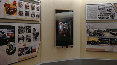某县政府机构采购壁挂式液晶广告机应用