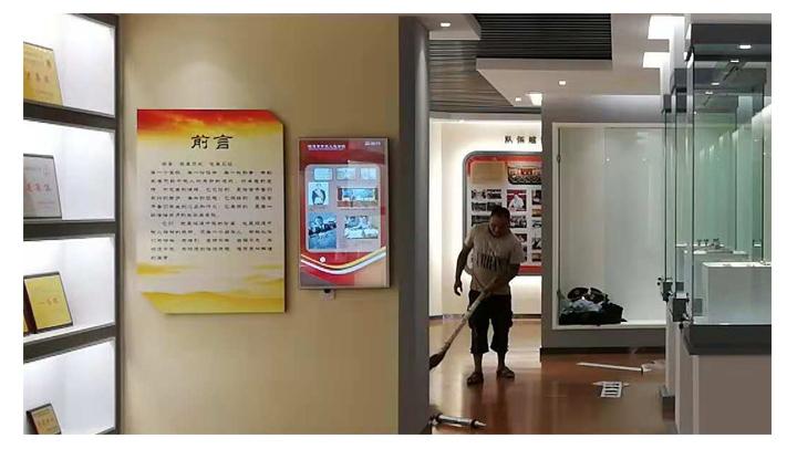 壁挂广告机