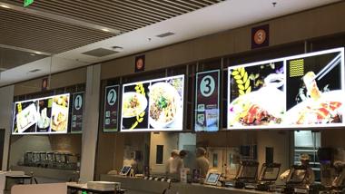 容大壁挂广告机在会展中心市场广泛应用
